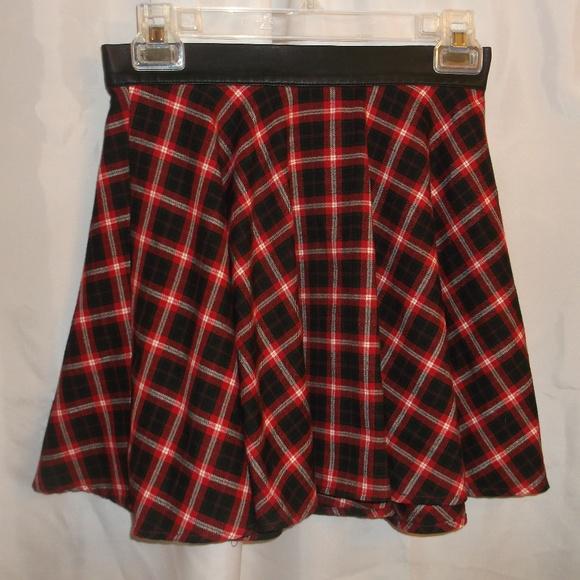 Forever 21 Dresses & Skirts - Forever 21 Back Zipper Plaid Mini Skirt